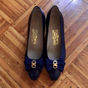 ⚡️VINTAGE⚡️ Salvatore Ferragamo Classic Navy Heels
